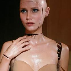 brokenrobotgirl1-detail-sm-1