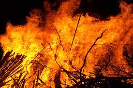 275px-Large_bonfire